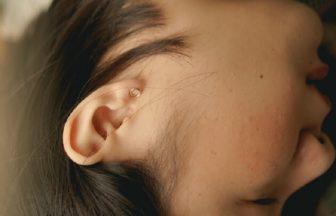 耳が臭い原因は耳垢?病気?加齢臭?耳が臭い時の原因と対策
