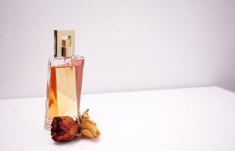 加齢臭に香水は大丈夫?効果的な付け方